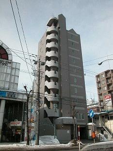北海道札幌市白石区、バスセンター前駅徒歩12分の築18年 10階建の賃貸マンション