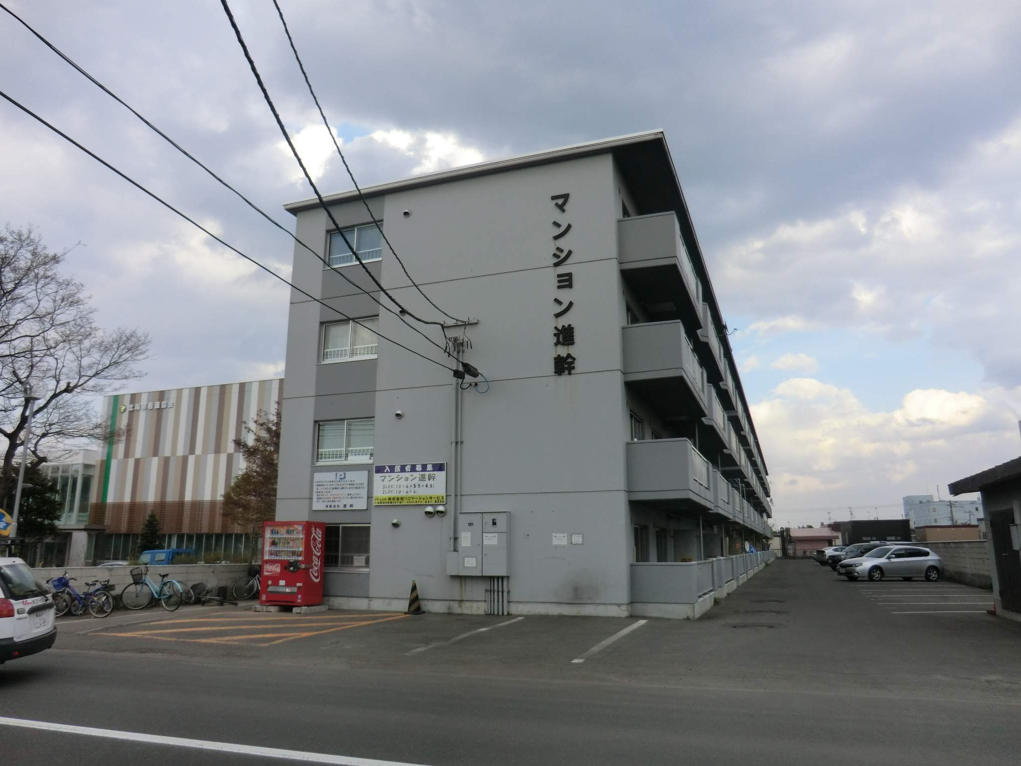 北海道札幌市白石区、平和駅徒歩10分の築35年 4階建の賃貸マンション