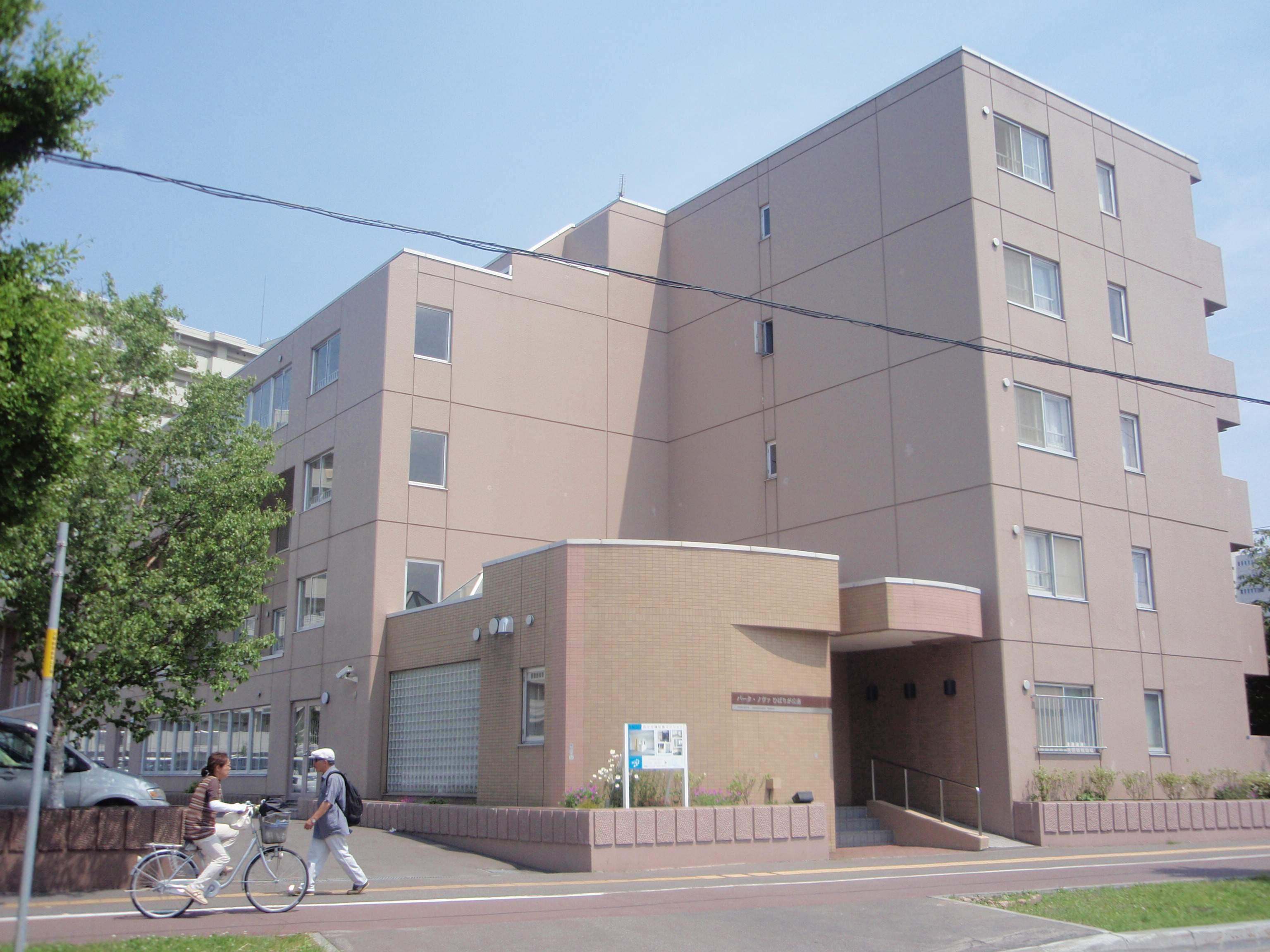 北海道札幌市厚別区、新札幌駅徒歩12分の築27年 5階建の賃貸マンション