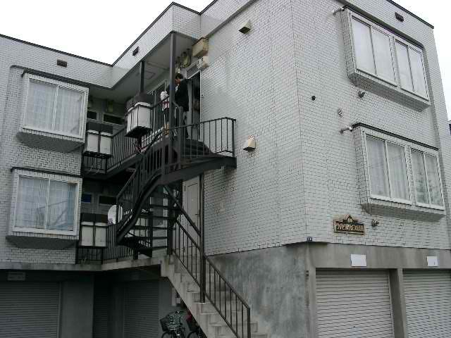 北海道札幌市厚別区、厚別駅徒歩14分の築20年 3階建の賃貸アパート