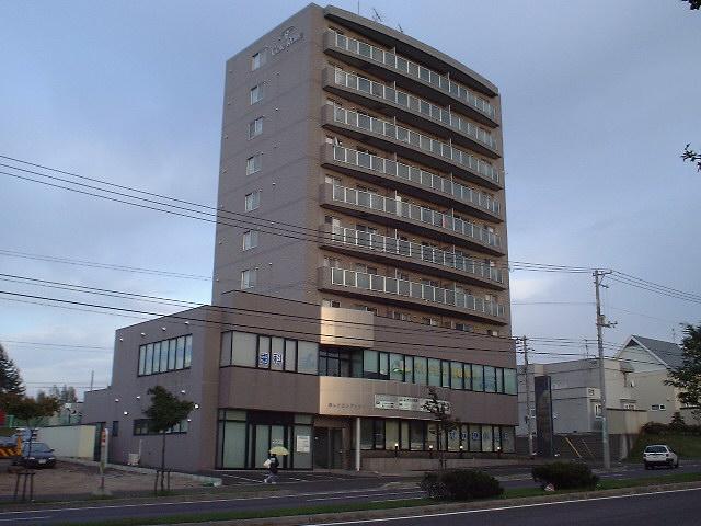 北海道札幌市清田区、福住駅中央バスバス18分美しが丘3−2下車後徒歩1分の築23年 10階建の賃貸マンション