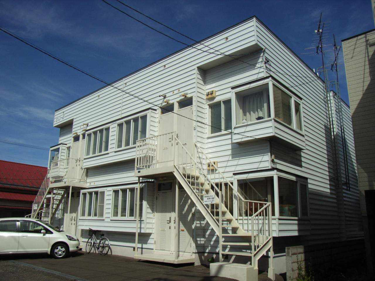 北海道札幌市白石区、東札幌駅徒歩10分の築32年 2階建の賃貸アパート