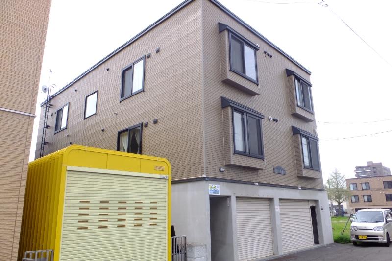 北海道札幌市白石区、苗穂駅徒歩18分の築13年 3階建の賃貸アパート