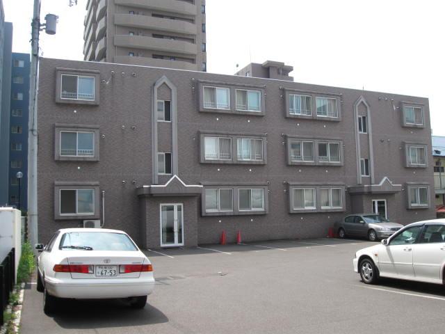 北海道札幌市中央区、苗穂駅徒歩9分の築13年 3階建の賃貸マンション