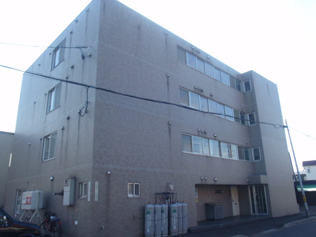 北海道札幌市白石区、白石駅徒歩17分の築18年 4階建の賃貸マンション