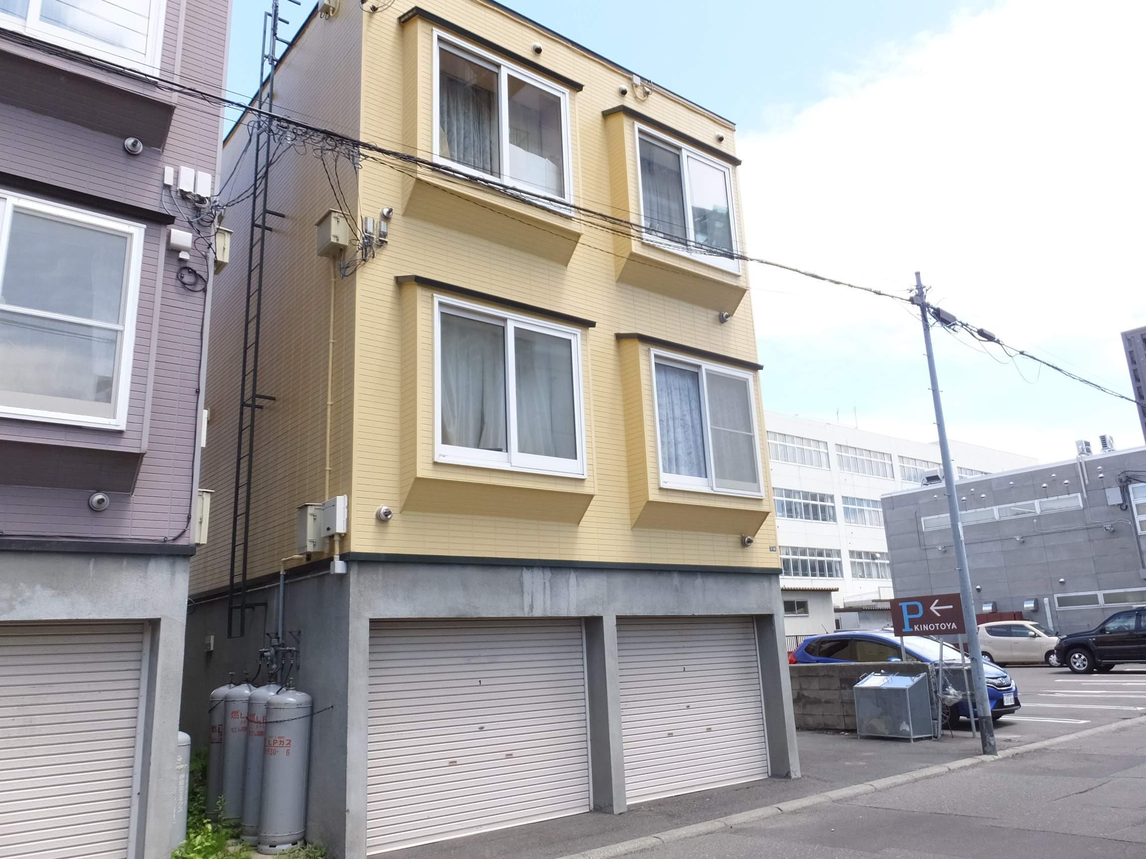 北海道札幌市白石区、東札幌駅徒歩10分の築22年 3階建の賃貸アパート