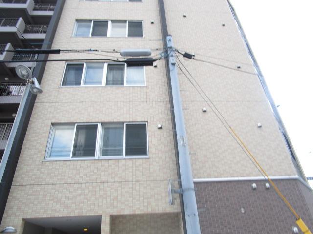北海道札幌市白石区、バスセンター前駅徒歩9分の築7年 5階建の賃貸マンション