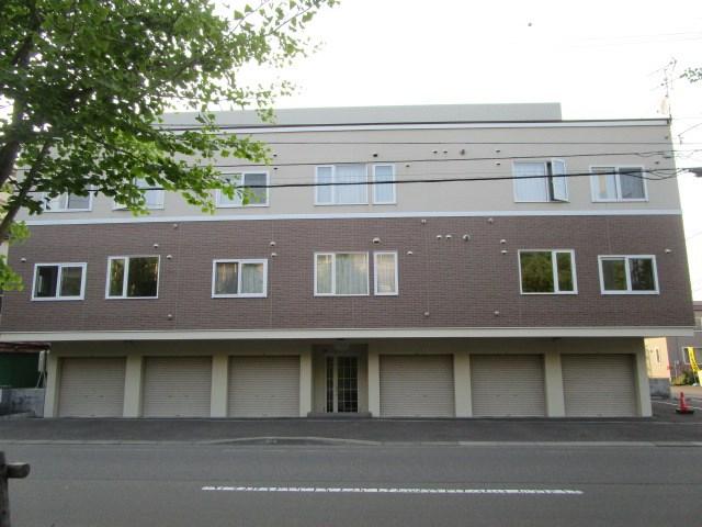 北海道札幌市白石区、苗穂駅徒歩20分の築8年 3階建の賃貸アパート