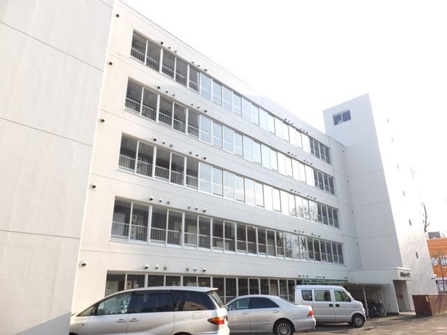 北海道札幌市白石区、東札幌駅徒歩18分の築39年 5階建の賃貸マンション