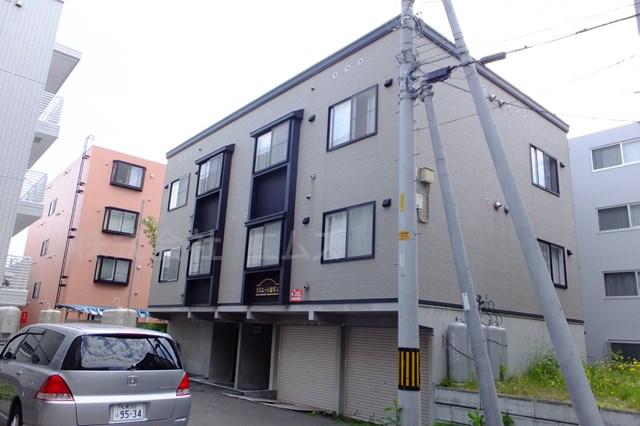 北海道札幌市豊平区、中島公園駅徒歩13分の築12年 3階建の賃貸アパート