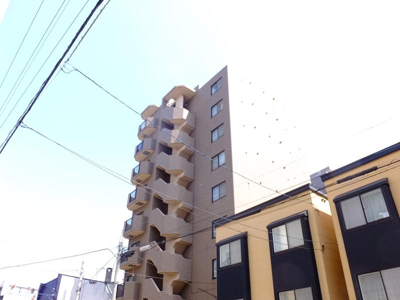北海道札幌市白石区、バスセンター前駅徒歩12分の築15年 9階建の賃貸マンション