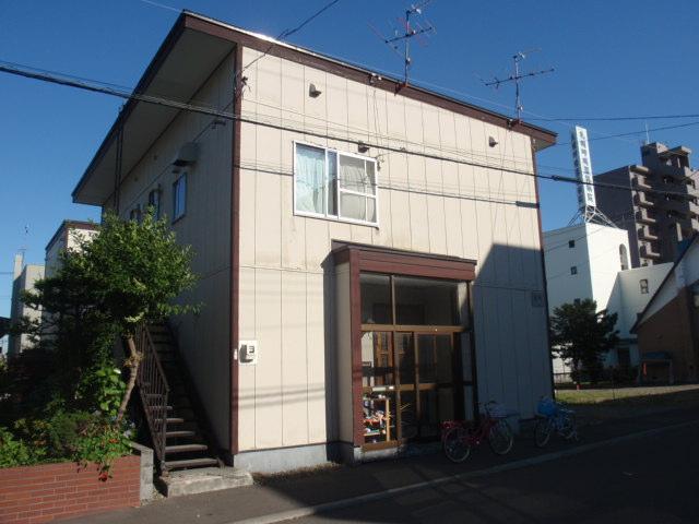 北海道札幌市白石区、白石駅徒歩12分の築38年 2階建の賃貸アパート