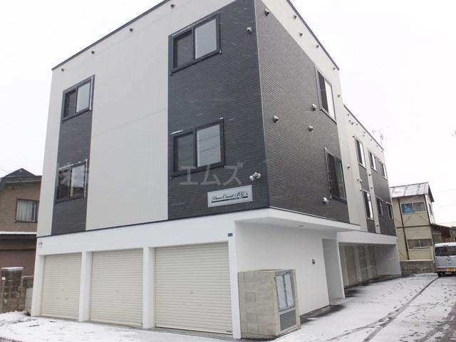 北海道札幌市白石区、菊水駅JRバスバス15分菊水元町5条下車後徒歩8分の築1年 3階建の賃貸アパート
