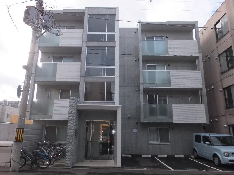 北海道札幌市白石区、菊水駅徒歩20分の築5年 4階建の賃貸マンション