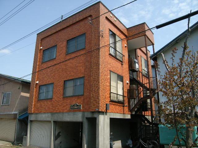 北海道札幌市白石区、東札幌駅徒歩19分の築30年 3階建の賃貸アパート