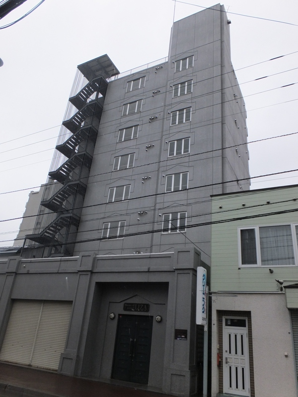 北海道札幌市白石区、苗穂駅徒歩16分の築27年 8階建の賃貸マンション