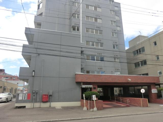 北海道札幌市白石区、菊水駅徒歩17分の築35年 8階建の賃貸マンション