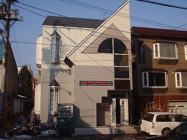 北海道札幌市豊平区、白石駅徒歩9分の築28年 2階建の賃貸アパート