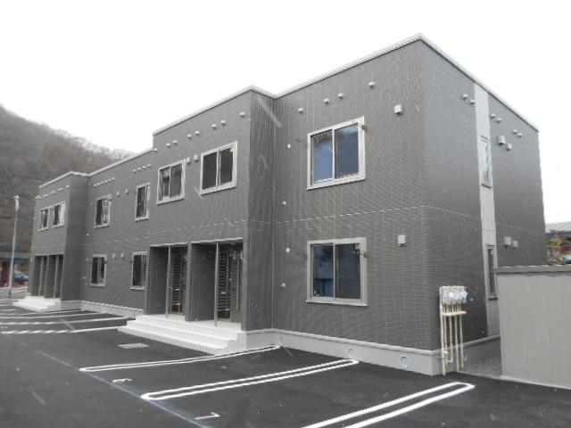 北海道札幌市中央区、ロープウェイ入口駅徒歩10分の築2年 2階建の賃貸アパート