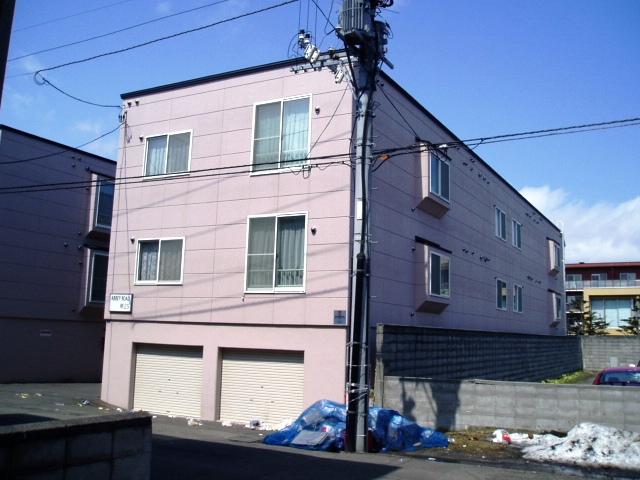 北海道札幌市中央区、石山通駅徒歩12分の築16年 3階建の賃貸アパート