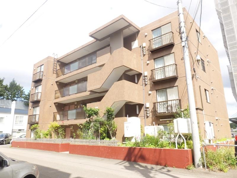 北海道札幌市南区、澄川駅徒歩10分の築27年 4階建の賃貸マンション