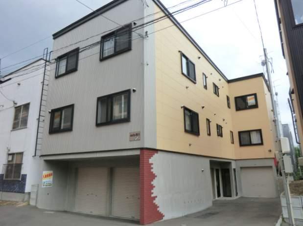 北海道札幌市南区、南平岸駅徒歩16分の築10年 3階建の賃貸アパート
