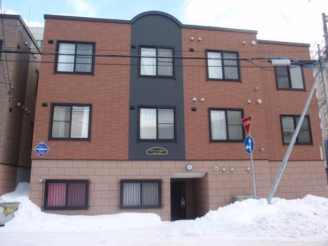 北海道札幌市白石区、菊水駅徒歩8分の築8年 3階建の賃貸アパート