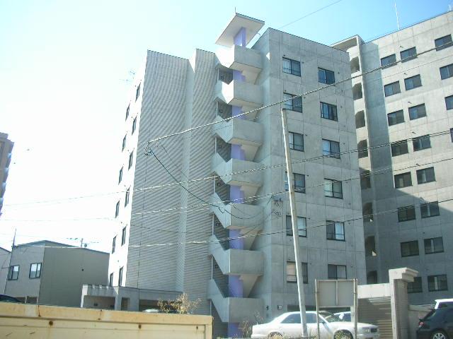北海道札幌市白石区、菊水駅徒歩8分の築13年 7階建の賃貸マンション