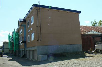 北海道岩見沢市、岩見沢駅徒歩8分の築24年 3階建の賃貸アパート