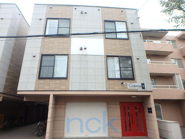 北海道札幌市中央区、桑園駅徒歩12分の築12年 3階建の賃貸アパート