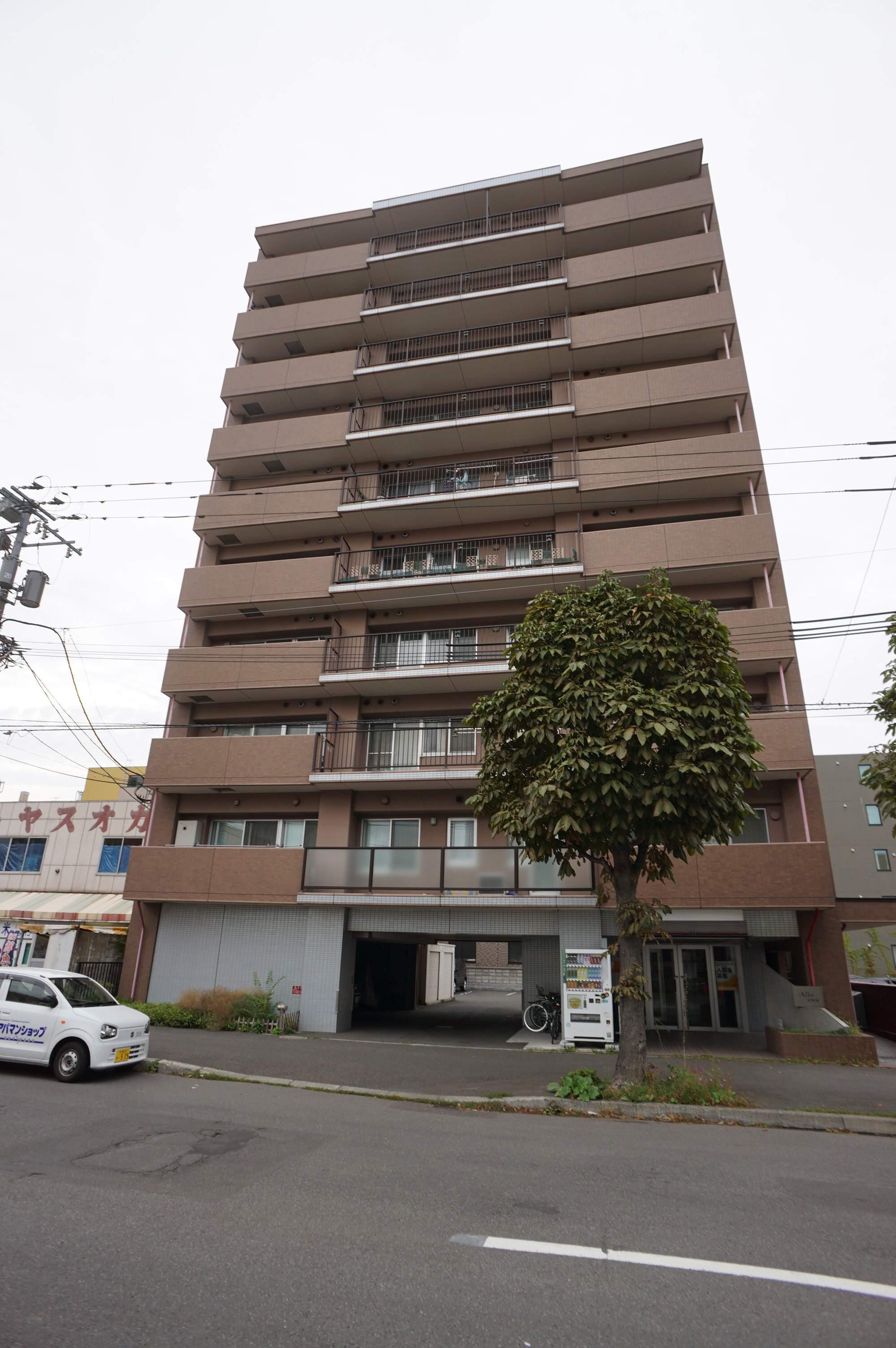 北海道札幌市中央区、桑園駅徒歩10分の築15年 10階建の賃貸マンション