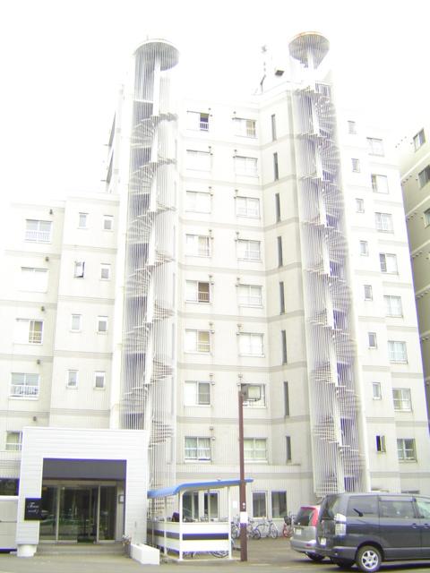 北海道札幌市中央区、札幌駅徒歩13分の築27年 9階建の賃貸マンション