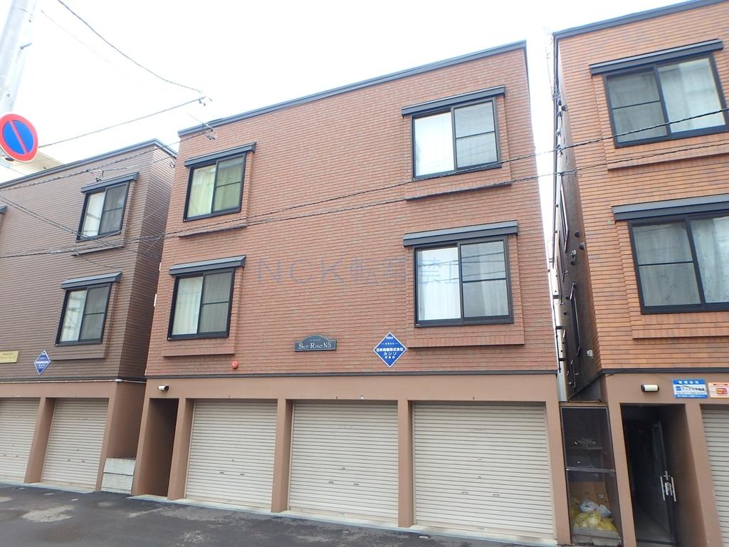 北海道札幌市中央区、桑園駅徒歩14分の築14年 3階建の賃貸アパート