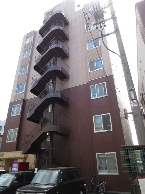 北海道札幌市中央区、中央区役所前駅徒歩10分の築19年 7階建の賃貸マンション