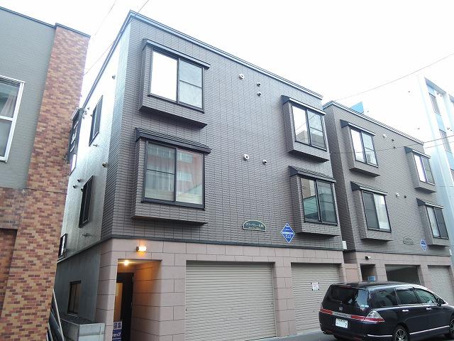 北海道札幌市中央区、中央区役所前駅徒歩10分の築12年 3階建の賃貸アパート