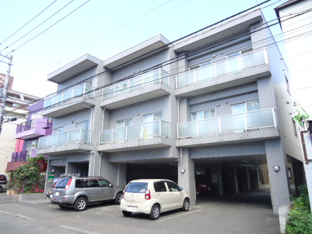 北海道札幌市中央区、円山公園駅徒歩6分の築21年 3階建の賃貸マンション