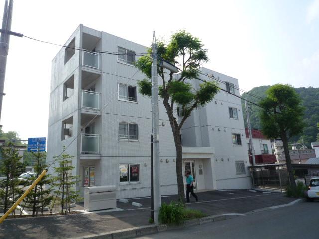 北海道札幌市中央区、西線9条旭山公園通駅徒歩20分の築9年 4階建の賃貸マンション