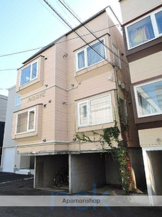北海道札幌市中央区、西線14条駅徒歩5分の築26年 3階建の賃貸アパート