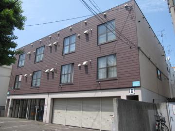 北海道札幌市北区、麻生駅徒歩12分の築32年 3階建の賃貸アパート