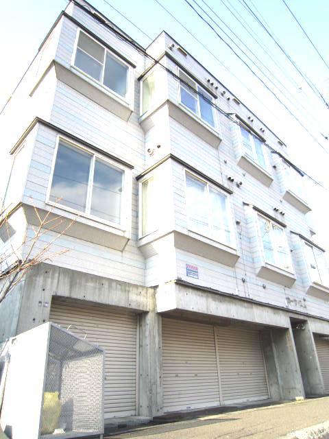 北海道札幌市北区、北34条駅徒歩8分の築22年 3階建の賃貸アパート
