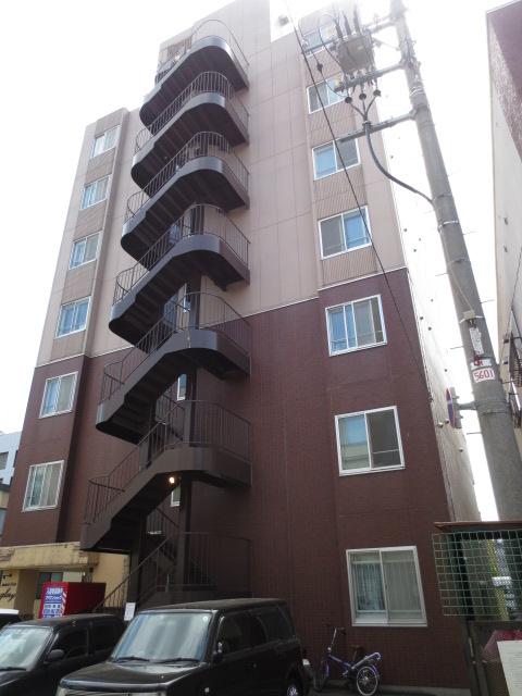 北海道札幌市中央区、中央区役所前駅徒歩10分の築20年 7階建の賃貸マンション