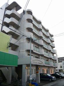 北海道札幌市中央区、桑園駅徒歩16分の築30年 6階建の賃貸マンション
