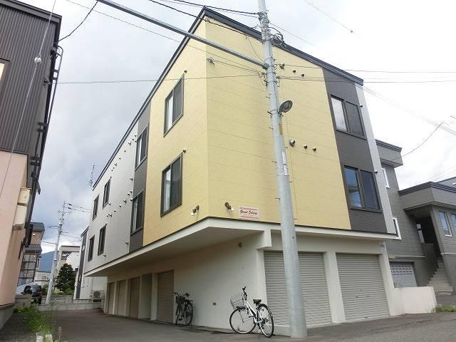 北海道札幌市西区、発寒中央駅徒歩11分の築9年 3階建の賃貸アパート