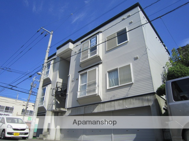北海道札幌市北区、琴似駅バス17分新川4−6下車後徒歩8分の築21年 3階建の賃貸アパート