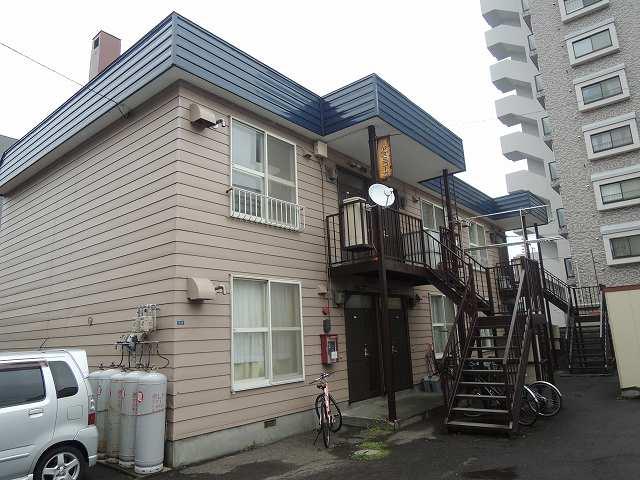 北海道札幌市西区、発寒中央駅徒歩6分の築20年 2階建の賃貸アパート