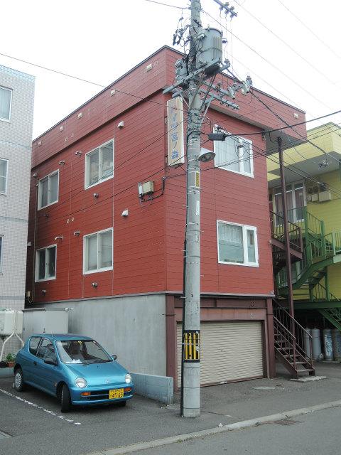 北海道札幌市中央区、二十四軒駅徒歩10分の築29年 3階建の賃貸アパート