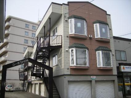 北海道札幌市北区、八軒駅徒歩13分の築23年 3階建の賃貸アパート