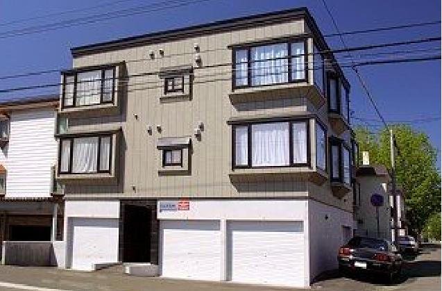 北海道札幌市東区、北12条駅徒歩9分の築17年 3階建の賃貸アパート