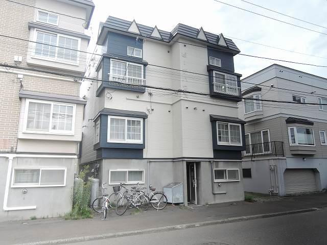 北海道札幌市東区、栄町駅徒歩5分の築25年 3階建の賃貸アパート