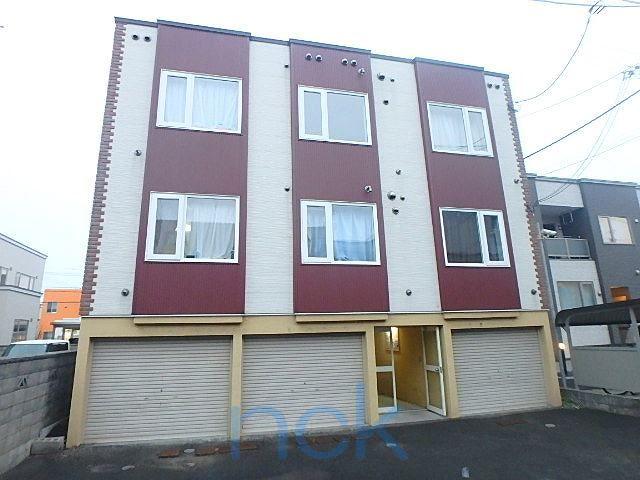 北海道札幌市東区、元町駅徒歩8分の築24年 3階建の賃貸アパート